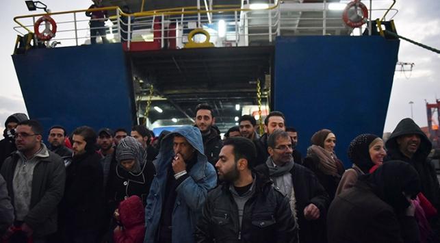 Fırtına nedeniyle bekleyen feribotlar Mersin Limanına demirledi