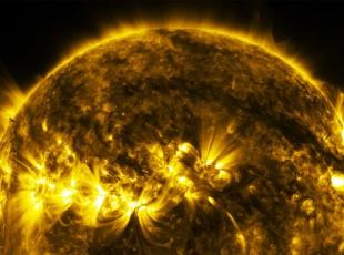 Güneşte manyetik kemer şelaleleri
