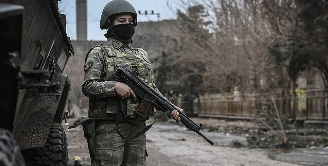 Surdaki terör operasyonlarına kadın askerler de katılıyor