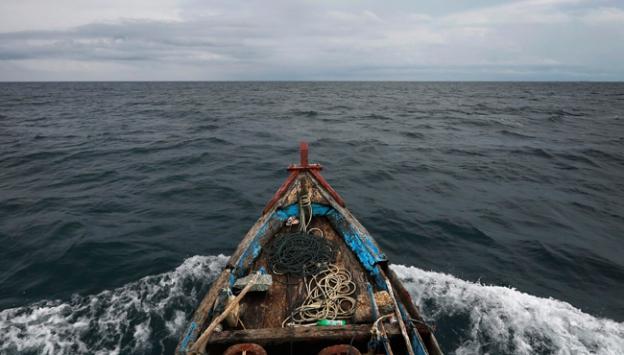 Güney Korede balıkçı teknesi alabora oldu