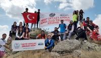 Gönül Dağında Türk bayrağı açtılar