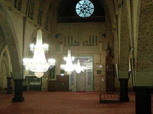 Satılık kiliseler cami oluyor
