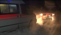 Ambulans fırtınada mahsur kaldı