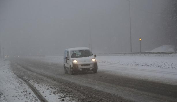 Bolu Dağında yoğun kar yağışı etkili oluyor
