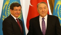 Başbakan Davutoğlu, azarbayev ile görüştü