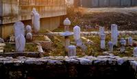Osmanlı mirası mezar taşları çıkarılıyor