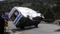 Muğlada ambulans ile minibüs çarpıştı