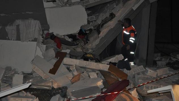 Gaziantepte hasarlı bina çöktü