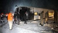 Erzincanda yolcu otobüsü devrildi: 13 yaralı