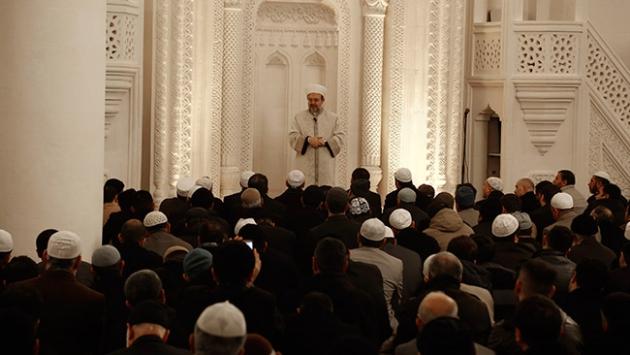 """""""İslam medeniyetini ayağa kaldırmak için bizlere görevler düşüyor"""""""