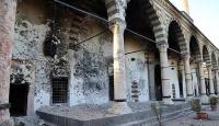 Teröristler Surda tarihi dokuya zarar veriyor