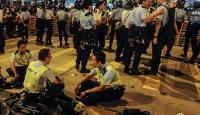 Hong Kongta seyyar satıcılar 48 polisi yaraladı