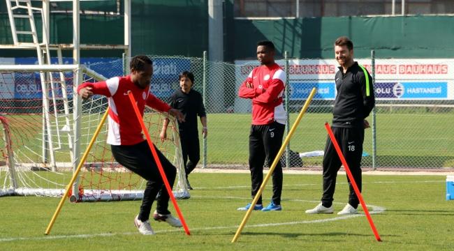 Antalyaspor Etooya emanet