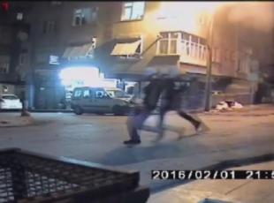 Silahlı saldırı anı güvenlik kamerasında