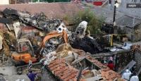 Endonezyada uçak evin üstüne düştü