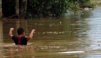 Endonezyada sel ve heyelanlar 7 can aldı