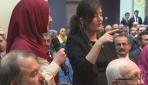 Başbakan Davutoğlu'nun Hollanda'da işitme engelli genç kız ile diyaloğu