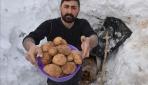 Kışın sık tükettikleri patatesleri karın altında koruyorlar