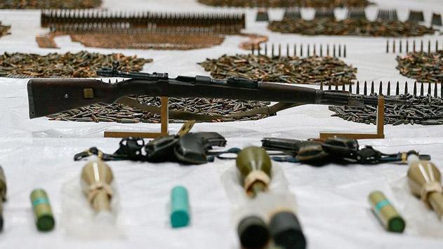 Surda silah ve mühimmat ele geçirildi