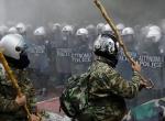 Atinada çiftçiler polisle çatıştı