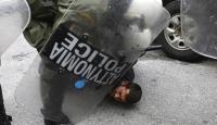 Yunanlı çiftçiler polisle çatıştı