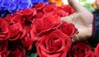 Çiçekçilerde Sevgililer Günü mesaisi