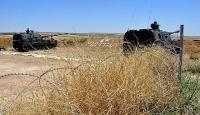 TSK, Azezdeki PYD mevzilerini ateş altına aldı