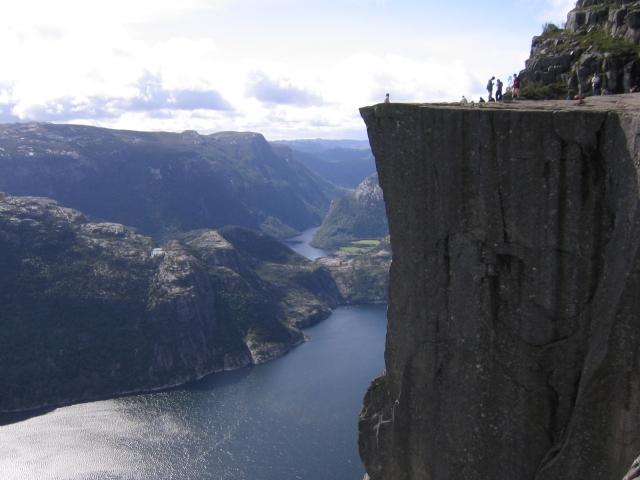 14. Preikestolen, Norveç