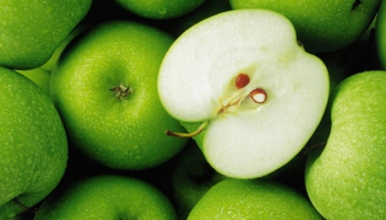 Vitamin ve Mineral deposu : Kabuklu elma
