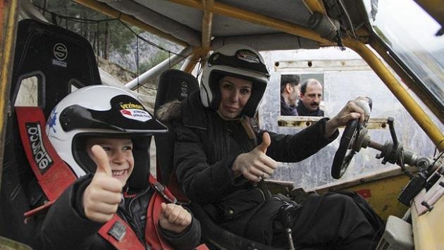 AK Parti Genel Başkan Yardımcısı off-road aracı kullandı