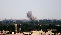 Esed rejimi ve Rus jetleri Cisr eş-Şuğuru vuruyor