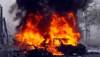 Teröristler yol kesip tır yaktı