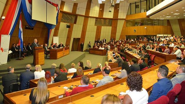 Türk akademisyenlerden Paraguayda tarih dersi