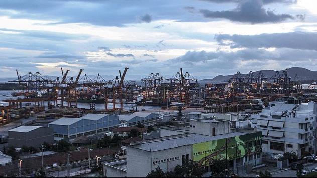 Yunanistanın en büyük limanı Çinlilere satıldı