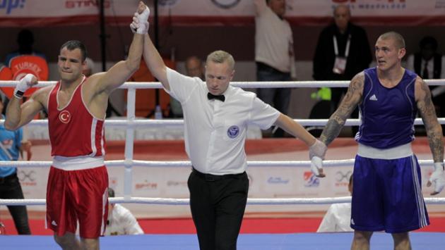 Milli boksörlerimiz çeyrek finalde