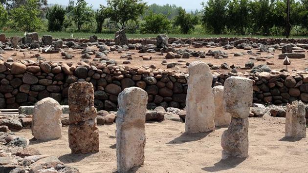 Hatayda Kayı Boyu damgalı mezar taşları bulundu