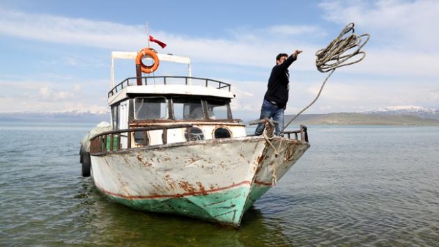 Van Gölünde balık avı yasağı başladı