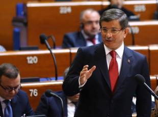 Başbakan Davutoğlundan, Ertuğrul Kürkçüye Türkçe cevabı