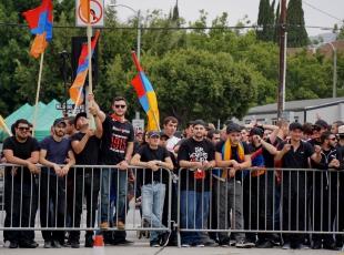 Ermeni grup Türkler'e saldırdı