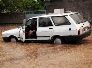 Osmaniyede sağanak yağış