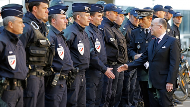 Fransız Bakan gözaltı sayısını açıkladı