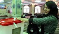 İranda reformistler oyların çoğunluğunu aldı