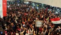 Irak Meclis binasında bazı siyasetçiler mahsur kaldı