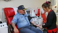 Rekortmen, camileri gezerek gönüllü kan bağışçısı arayacak
