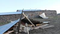 Ardahanda birçok binanın çatısı zarar gördü