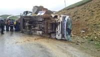 Erzurumda yolcu otobüsü devrildi: 27 yaralı