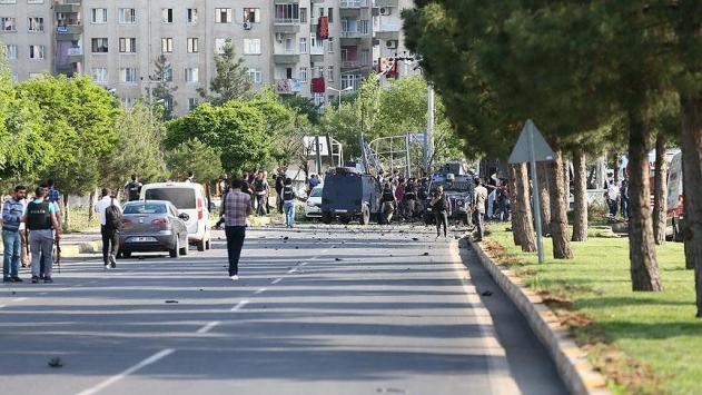 Diyarbakırda bomba yüklü araçla saldırı
