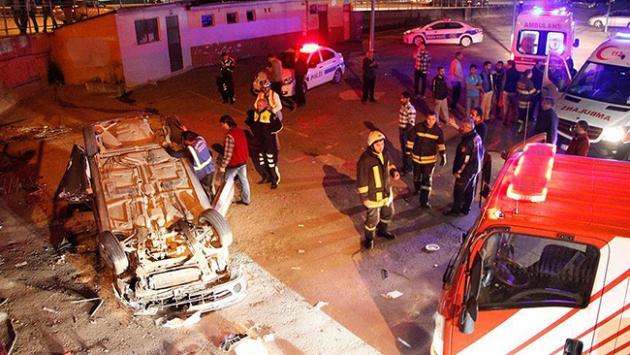 Kazada kalbi duran sürücüyü sağlık ekipleri hayata döndürdü