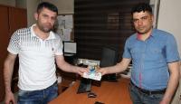 ATMde unutulan 2 bin lirayı polise teslim etti
