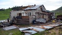 Hortum Sarıkamışta evlerin çatılarını uçurdu